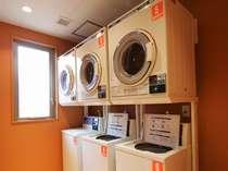 2階コインランドリー 「洗濯機、乾燥機が各5台あります。長期滞在やスポーツ利用の際に便利です。」