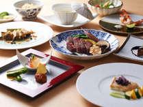 銀明翠鉄板焼では、料理長自ら厳選した本格黒毛和牛をお愉しみいただけます