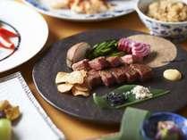 鉄板焼の醍醐味である、音・香り・彩り・旨みをお楽しみください。