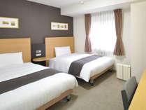 ■ツインエコノミー■リニューアルで、デュベスタイルの寝具に♪☆120cm幅ベッド×2台