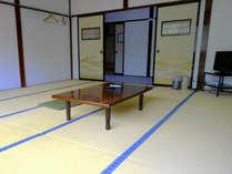 ・客室一例:全て畳のお部屋(鍵なし)です