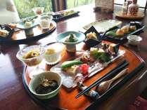 季節の食材ひとつひとつにひと手間かけたお料理を、シンプルにお出ししています。