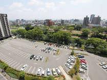 160台収容の駐車場バスも駐車可能です。