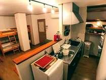 キッチン付きでお料理ができます。グループ、ご家族でおくつろぎください。