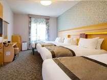 【客室】フォースルーム(ベッド幅:110センチ×203センチ/エキストラベッド:97センチ×185センチ)