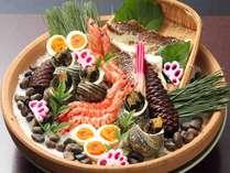 """郷土料理""""宝楽焼き""""サザエ、鯛などを蒸し焼きにした料理です"""
