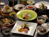 地元食材を中心に春をイメージ彩り豊かな季節の会席料理を満喫(一例)