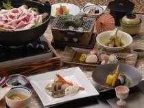 地元丹沢味噌をオリジナルにブレンドした「ぼたん鍋」は絶品(冬の料理一例)