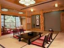 【客室一例】  *意匠が凝らされた造りの部屋と見事な床柱。木材の産地であった厚木としてのこだわり