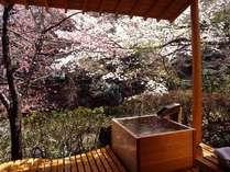 【お部屋付の露天風呂一例】  *湯船でお湯に身をあずけ、せせらぎの音と共に季節感をお楽しみください