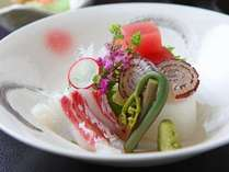 【料理一例】  *季節毎に、旬の海の幸をお刺身でお出ししております。ぜひご賞味ください