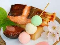【料理一例】  *旬の紅鮭はシンプルに食すのが一番!脂ののった鮭をお楽しみください