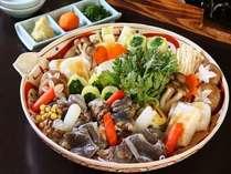 【料理一例】  *上質なコラーゲンを豊富に含んだすっぽん鍋は美容と健康にいいと好評です。