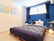 【個室】ゆったりご宿泊いただく為に、縦2m×横1.6mのクイーンサイズベッドをご用意いたしました。
