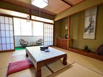畳・掛け軸・障子!和室と言ったらこれ!と思える元祖和室なお部屋です。