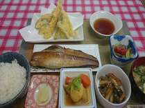 北海道の脂の乗ったホッケ!新鮮な野菜!サクサクの天ぷらを炊きたて産直北海道米と一緒に!!