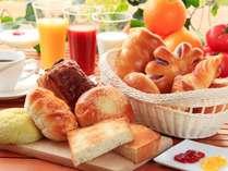 「朝から元気になってほしい」と願いを込めて無料の朝食をご用意しました。