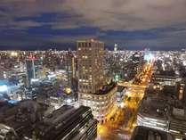 大阪のベストアドレスから、息を飲むような美しい大阪の夜景をお愉しみ下さい。
