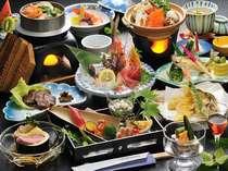 旬の食材をたっぷりと使用した、親方自慢の夕食膳をお楽しみください(一例)