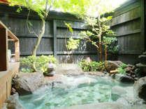 疲れが一瞬で吹き飛んでしまいそうな温泉、風の音虫の音を感じながら日頃の疲れを癒してください!