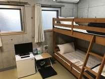 ビジネスツイン2段ベッドの部屋の室内写真