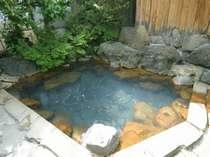 当館自慢の露天「啼子の湯」です。館内のお風呂すべてが自家源泉掛け流しです