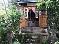 敷地内の神社昔は子宝の湯としても有名だった当館