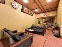 *ロビー/昭和を感じさせる館内。こじんまりとした寛ぎスペースで旅情に浸るひと時をお過ごし下さい。