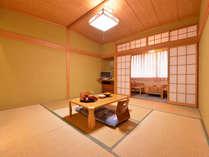 *西館和室8畳(客室一例)/落ち着いた雰囲気のお部屋で、ゆったりと素敵な時間をお過ごし下さい。