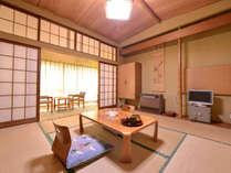 """*和室8畳(客室一例)/江戸間造りの""""次の間""""付のお部屋で、団欒のひと時をお過ごし下さい。"""