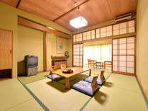 *和室10畳(客室一例)/広々としたお部屋ですので、グループやご家族でのご宿泊に◎