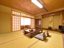 *和室12畳(客室一例)/グループやご家族でのご宿泊に◎純和風のお部屋でのんびりとお寛ぎ下さい。