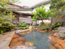 *啼子の湯/自然の息吹に心癒される露天風呂。温かい湯船に浸かり贅沢なひと時をお過ごし下さい。