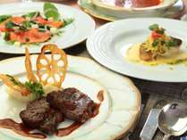 夕食一例。フレンチのフルコース。オーソドックスなフレンチを基本に、小谷村の郷土料理をアレンジ。