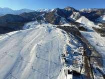 雄大な北アルプスに抱かれたスノーワールド、栂池高原スキー場は徒歩1分♪