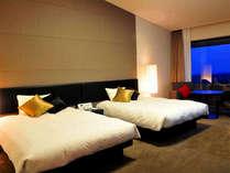 【ツインルーム】落ち着いた色合いのお部屋でお寛ぎ下さい。