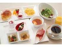 【朝食】洋食:色鮮やかなお野菜と、ふんわりパンの香りで目覚めもスッキリ♪※イメージ
