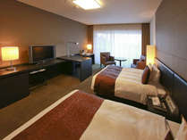 【ツインルーム】落ち着いた色合いのお部屋でお寛ぎ下さい。40.5平米