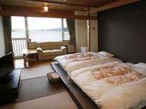 【客室一例】窓際のソファから洞爺湖を眺めてひと息・・・