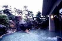 開放感いっぱいの庭園露天風呂