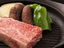 【夕食】お肉はカットの仕方で味が大きく変わります。元精肉店の腕の見せ所です/例