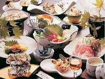 前菜からデザートまですべて手作り。さりげなく高級食材が食卓へならぶことも(一例)