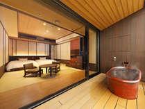 客室露天風呂は、景色をお楽しみいただくためにあえて開放的な造りとなっております
