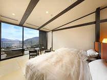 【最上階露天風呂付客室】外輪山を一望できるお部屋と渓谷側のお部屋があります