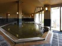箱根ユネッサン【森の湯】落ち着いた雰囲気の内湯でじっくり温泉を楽しむ