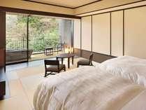 【露天風呂付客室】すべての客室に眺望が楽しめる信楽焼の  温泉露天風呂をご用意しています