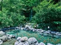 【車沢の湯】露天風呂。マイナスイオンたっぷりの自然を満喫しながら・・・