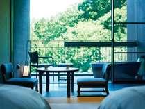 【露天風呂付客室】お部屋からの眺めは季節毎に彩りが変化し、一年を通して楽しめます