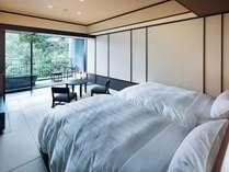 露天風呂付客室の一例。渓谷側と外輪山側があります