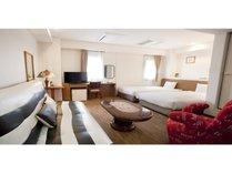 【デラックススウィート】当ホテルで一番広いお部屋です。記念日など、特別な日にいかがでしょうか!?